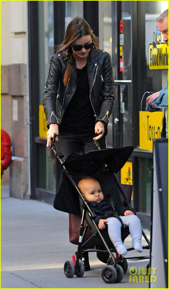 miranda kerr saturday stroll with flynn 10