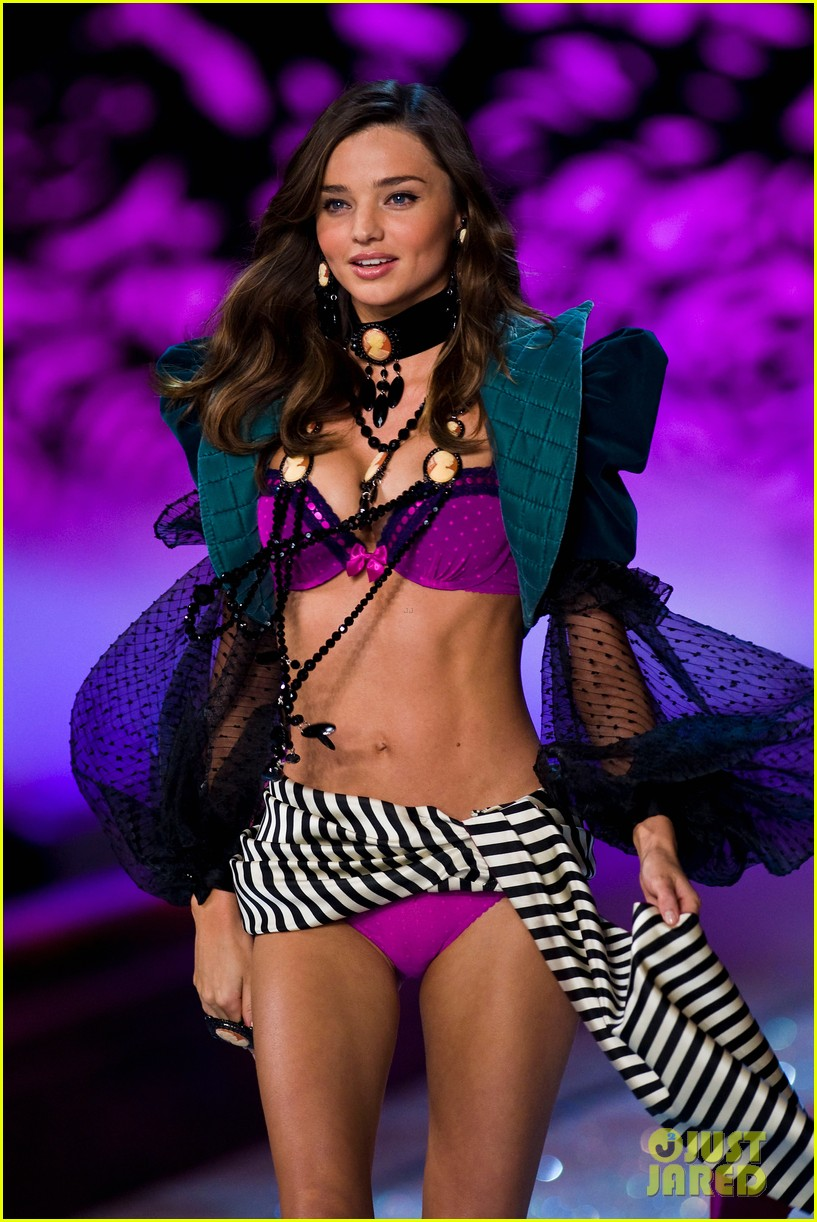 miranda kerr vs fashion show 2011 12