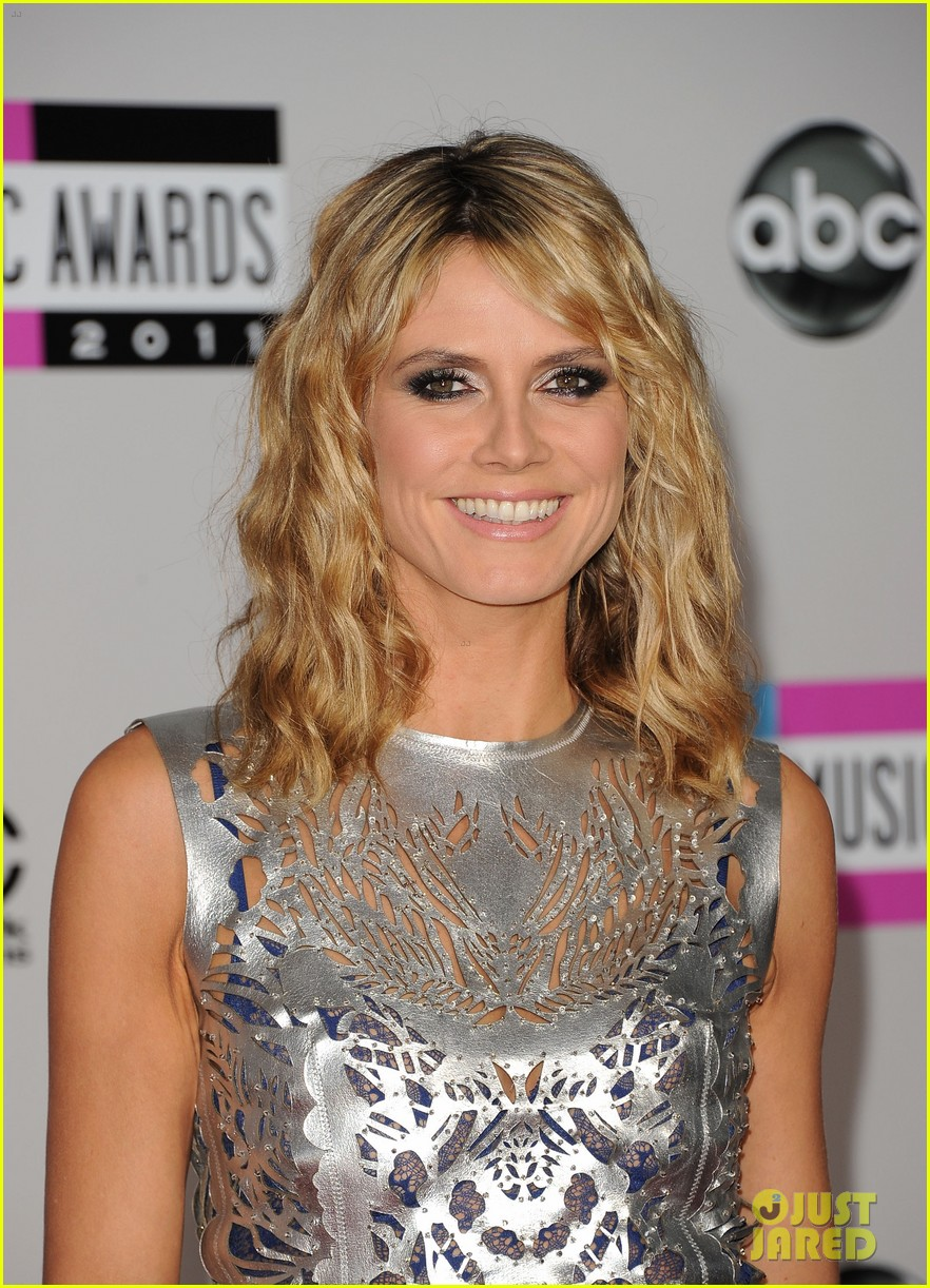 heidi klum amas 2011 red carpet 06