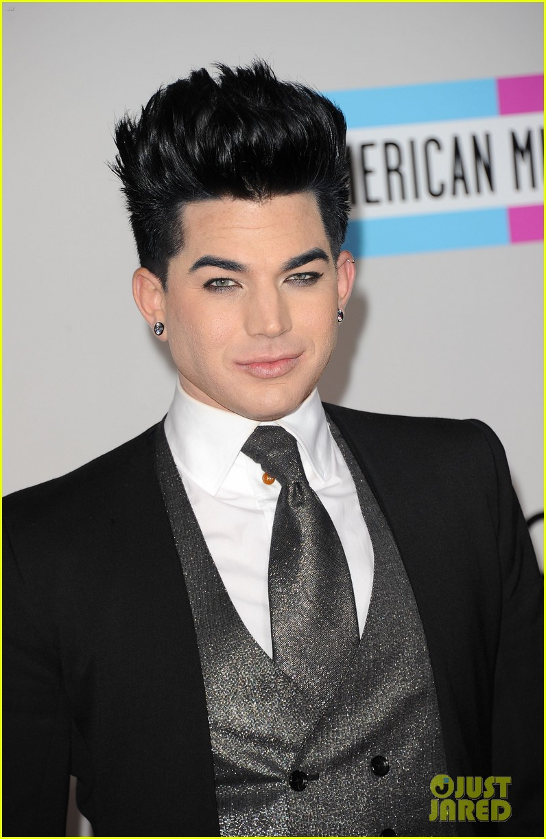adam lambert sauli koskinen amas 2011 red carpet 04