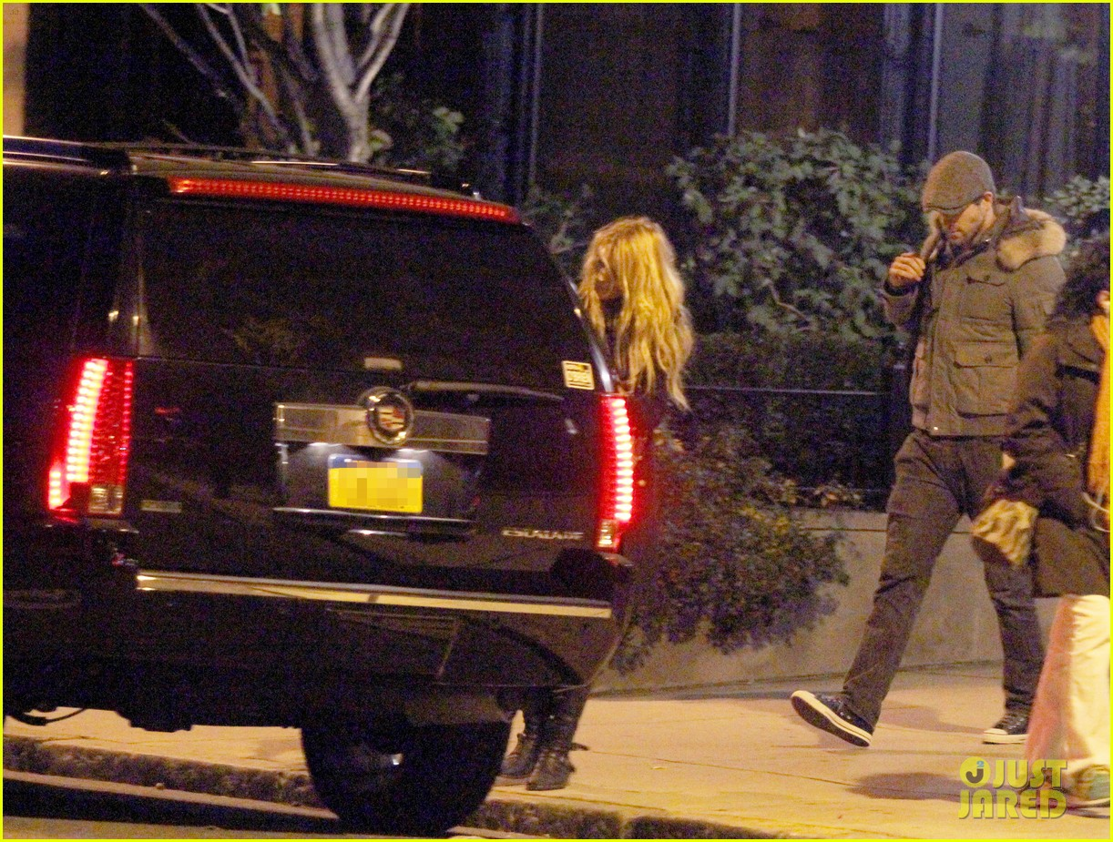 blake lively ryan reynolds suv 02