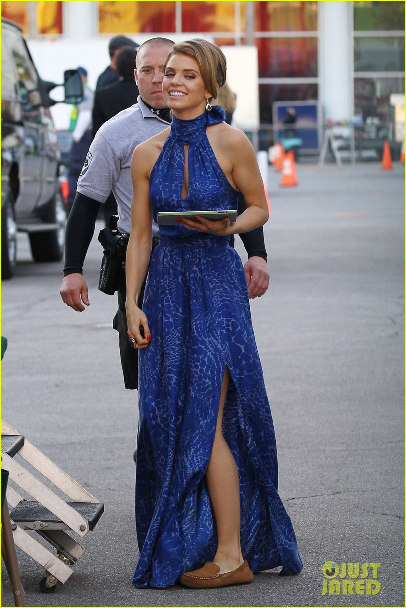 annalynne mccord waves on set 022603969