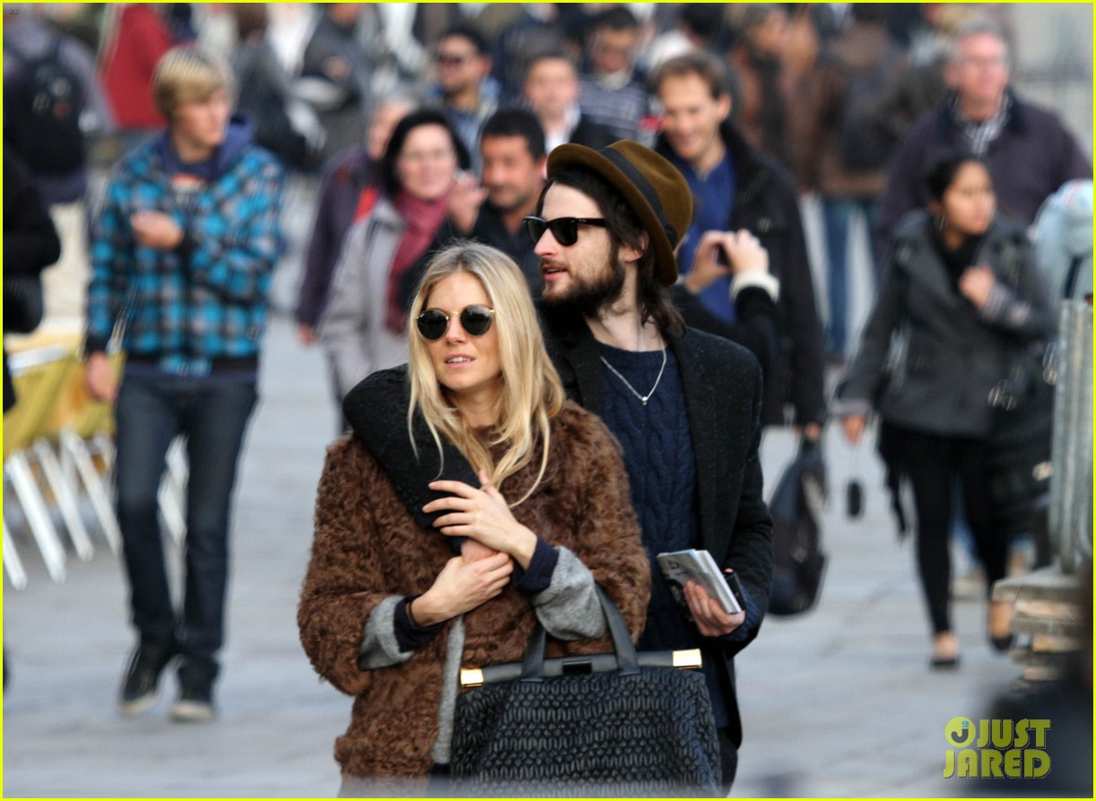 sienna miller saint marks square tom sturridge 05