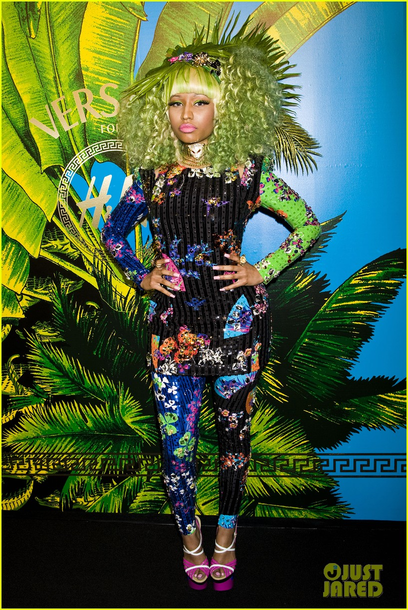 nicki minaj versace for hm launch party performer 062598267