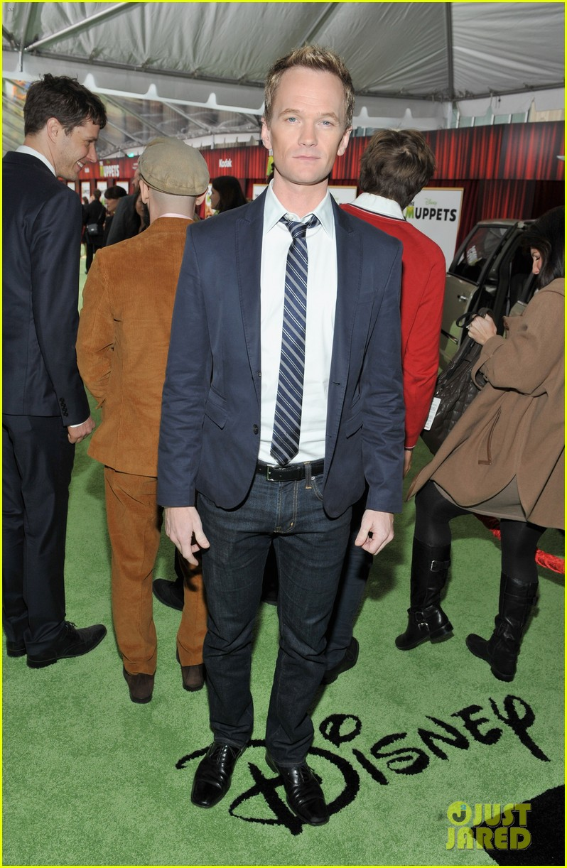 neil patrick harris muppets premiere with david burtka 01