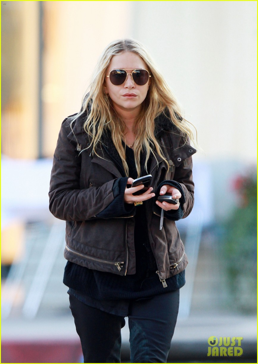 mary kate olsen lunches in west hollywood 09
