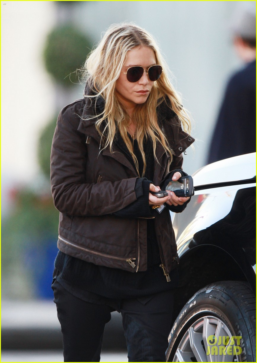 mary kate olsen lunches in west hollywood 10