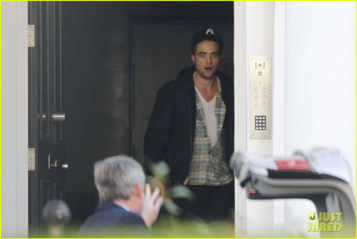 robert pattinson yawn 04