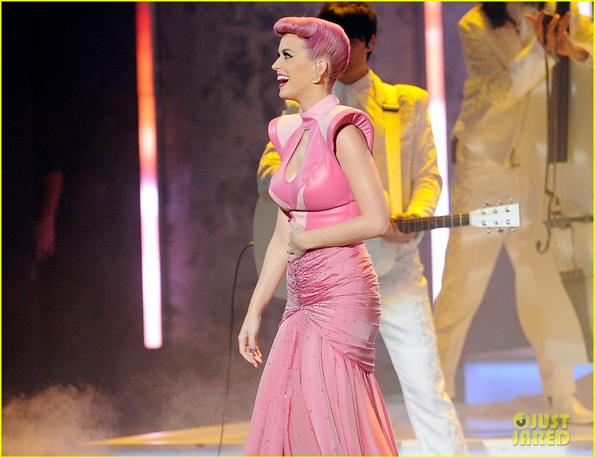 katy perry wins special award at amas 2011 04