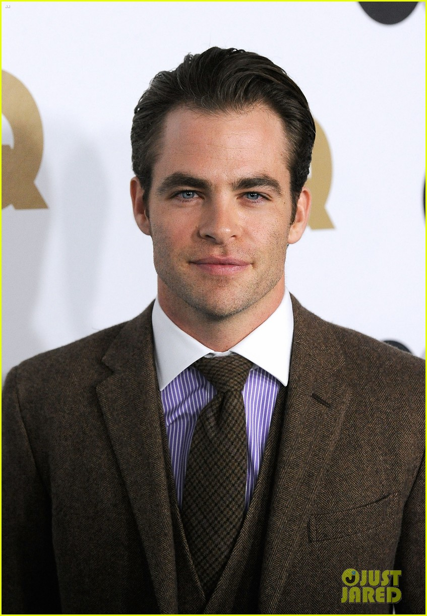 chris pine gq men of the year party with zachary quinto 06