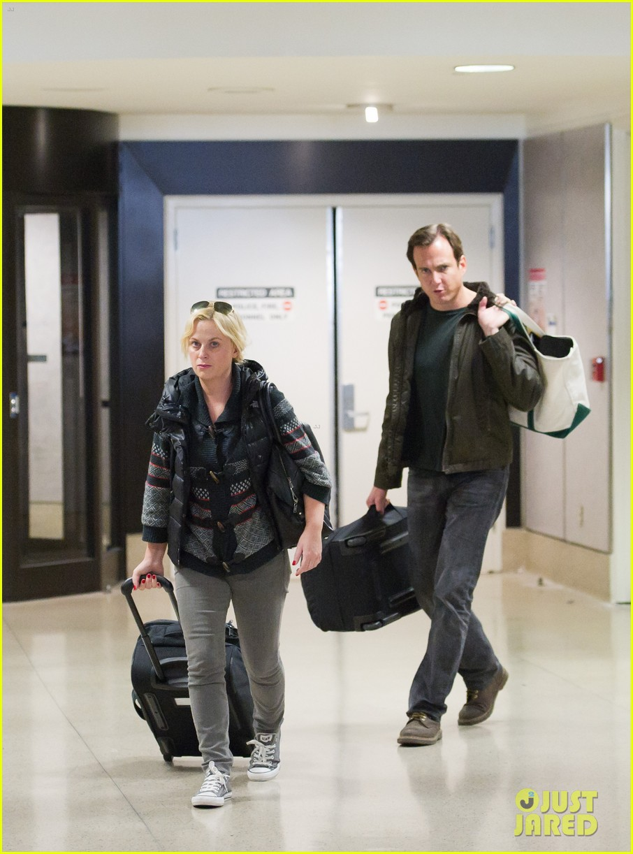 amy poehler will arnett airport 01