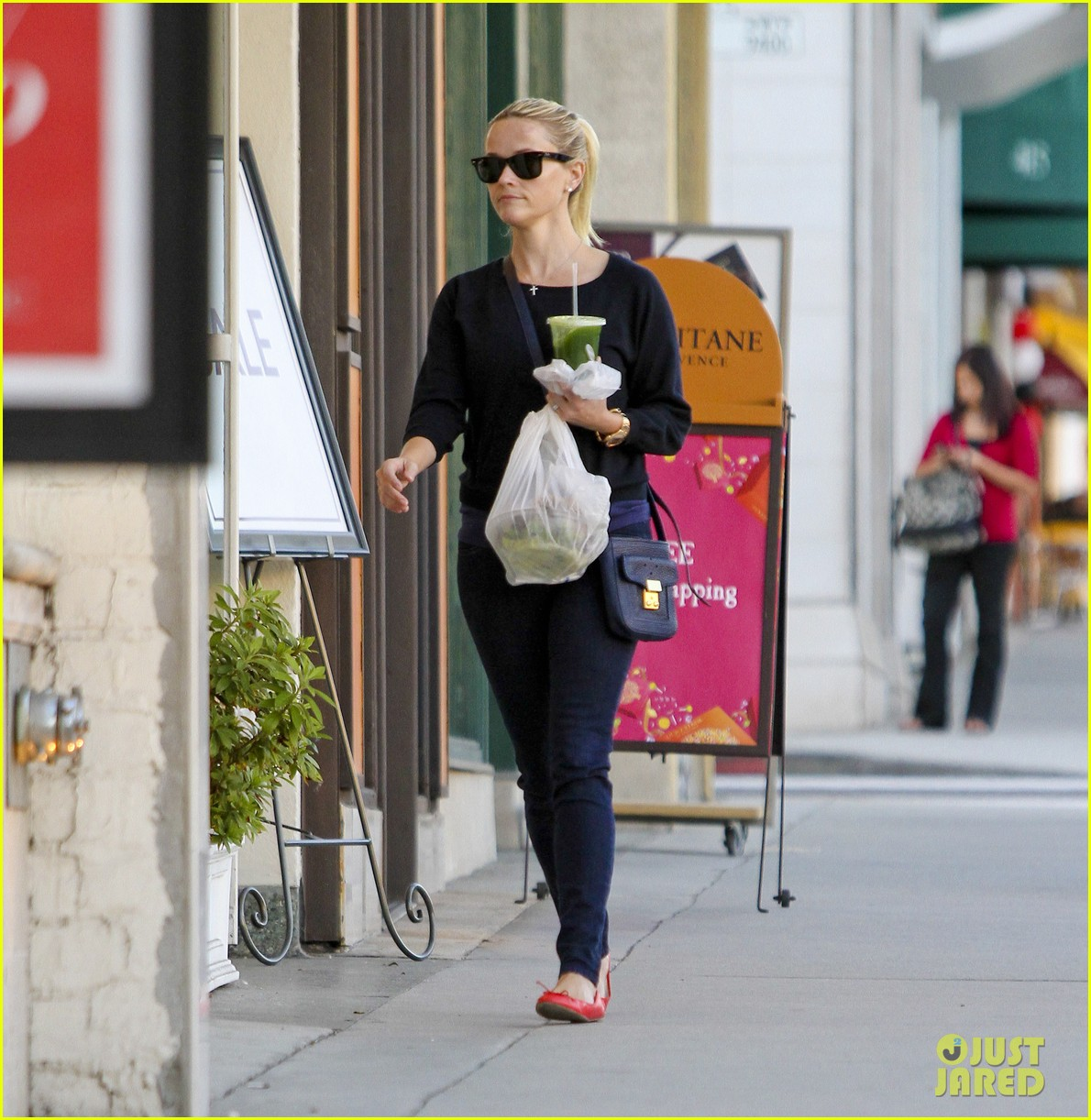 reese witherspoon shopping beverly hills 02