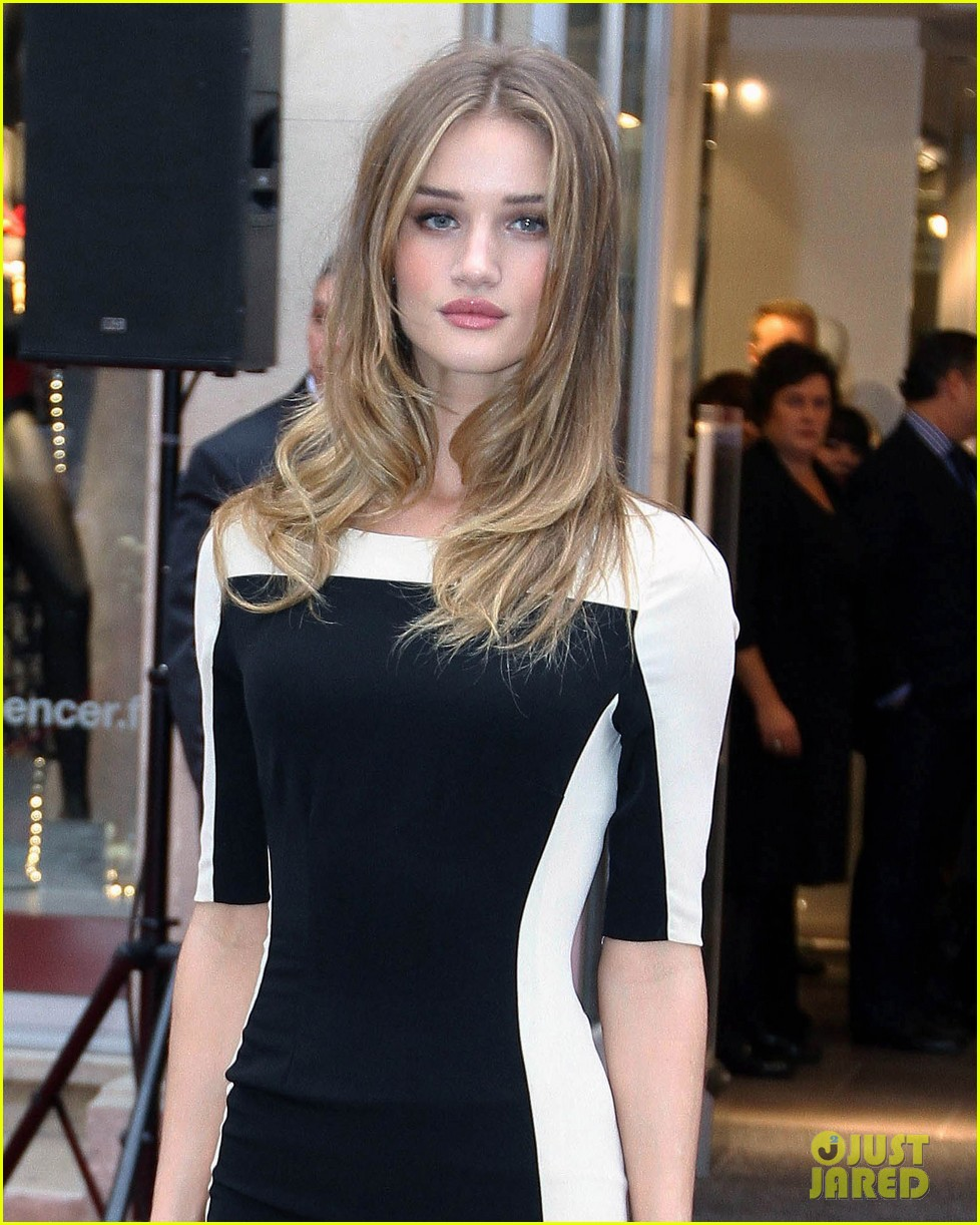 rosie huntington whitley marks spencer 04
