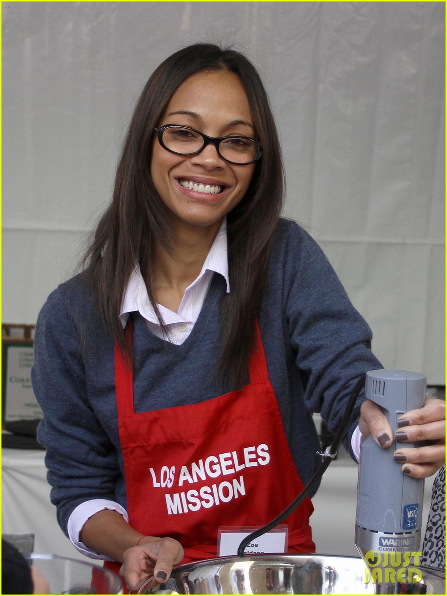 zoe saldana kim kardashian thanksgiving la mission 11