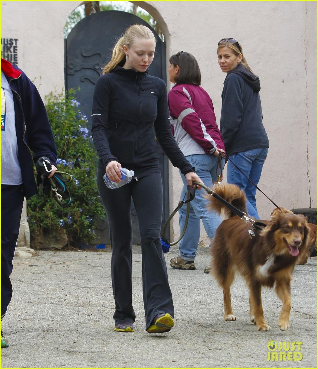 amanda seyfried hike finn 02