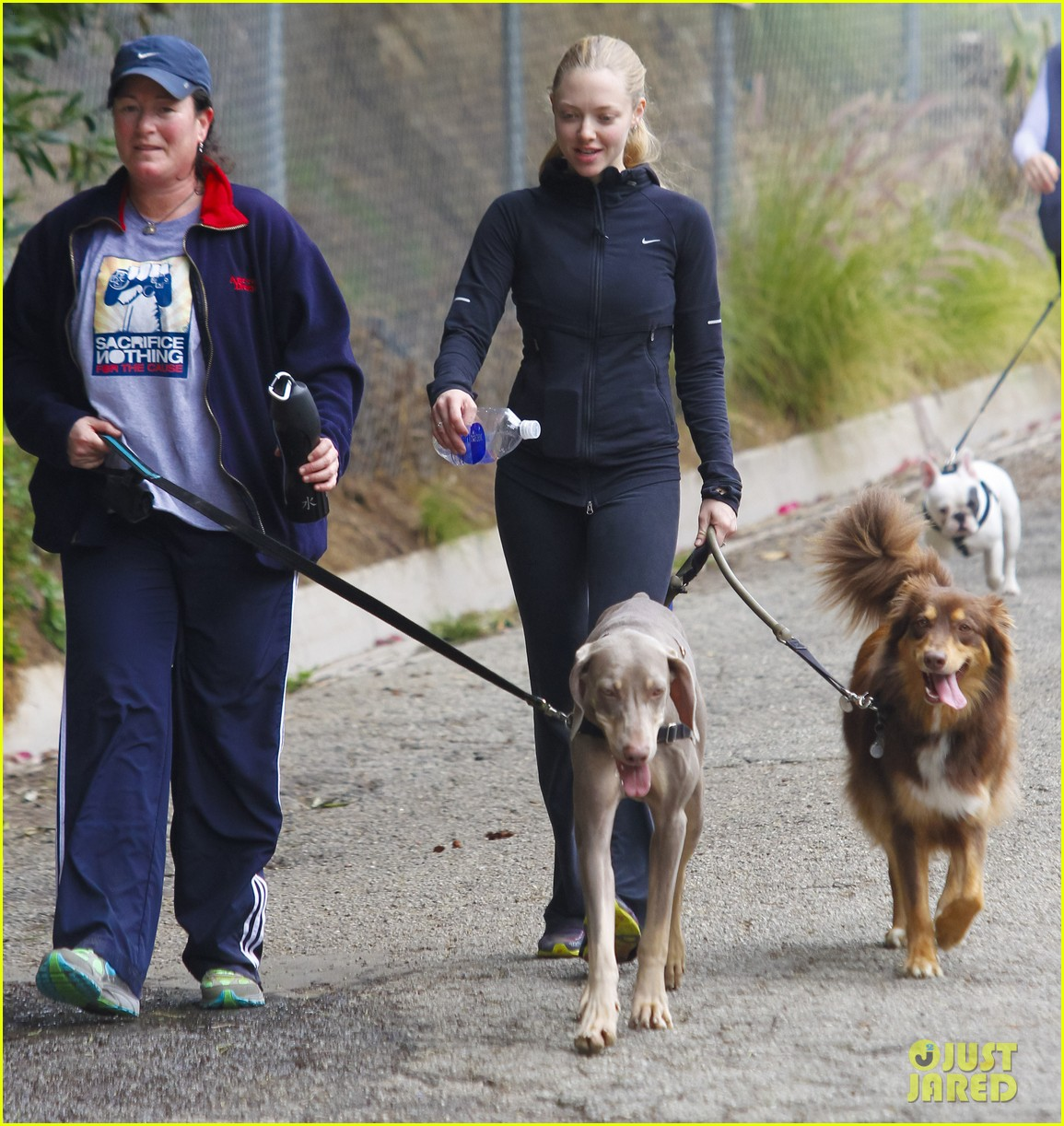 amanda seyfried hike finn 07