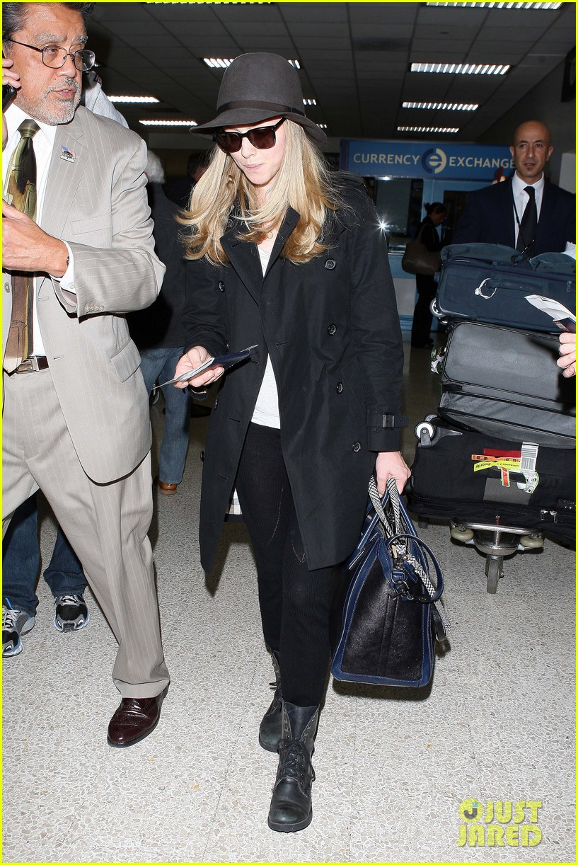 amanda seyfried black trench lax 03