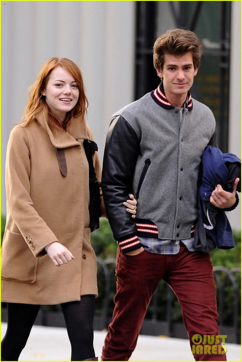 emma stone andrew garfield holding hands in nyc 05