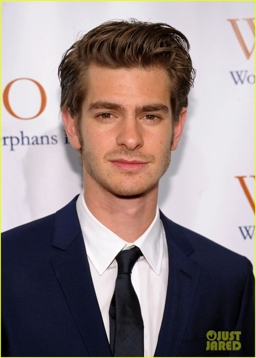 emma stone andrew garfield orphan charity night 052600377