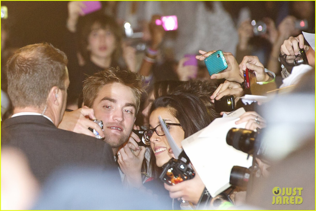 robert pattinson taylor lautner twilight spain premiere 112601490