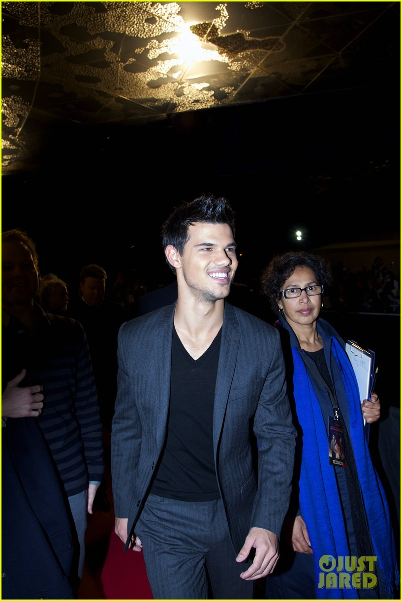 robert pattinson taylor lautner twilight spain premiere 132601492