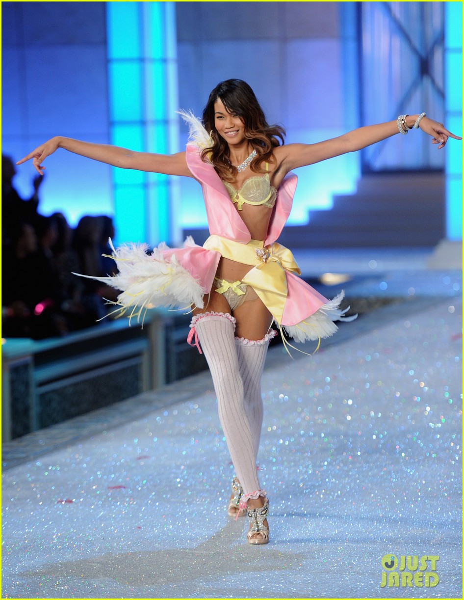 erin heatherton lily aldridge chanel iman victorias secret fashion show 05