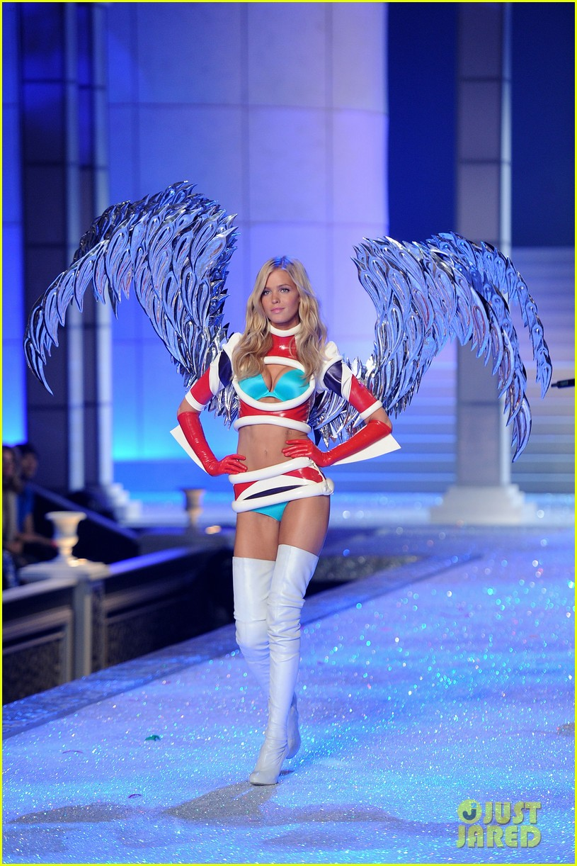 erin heatherton lily aldridge chanel iman victorias secret fashion show 12