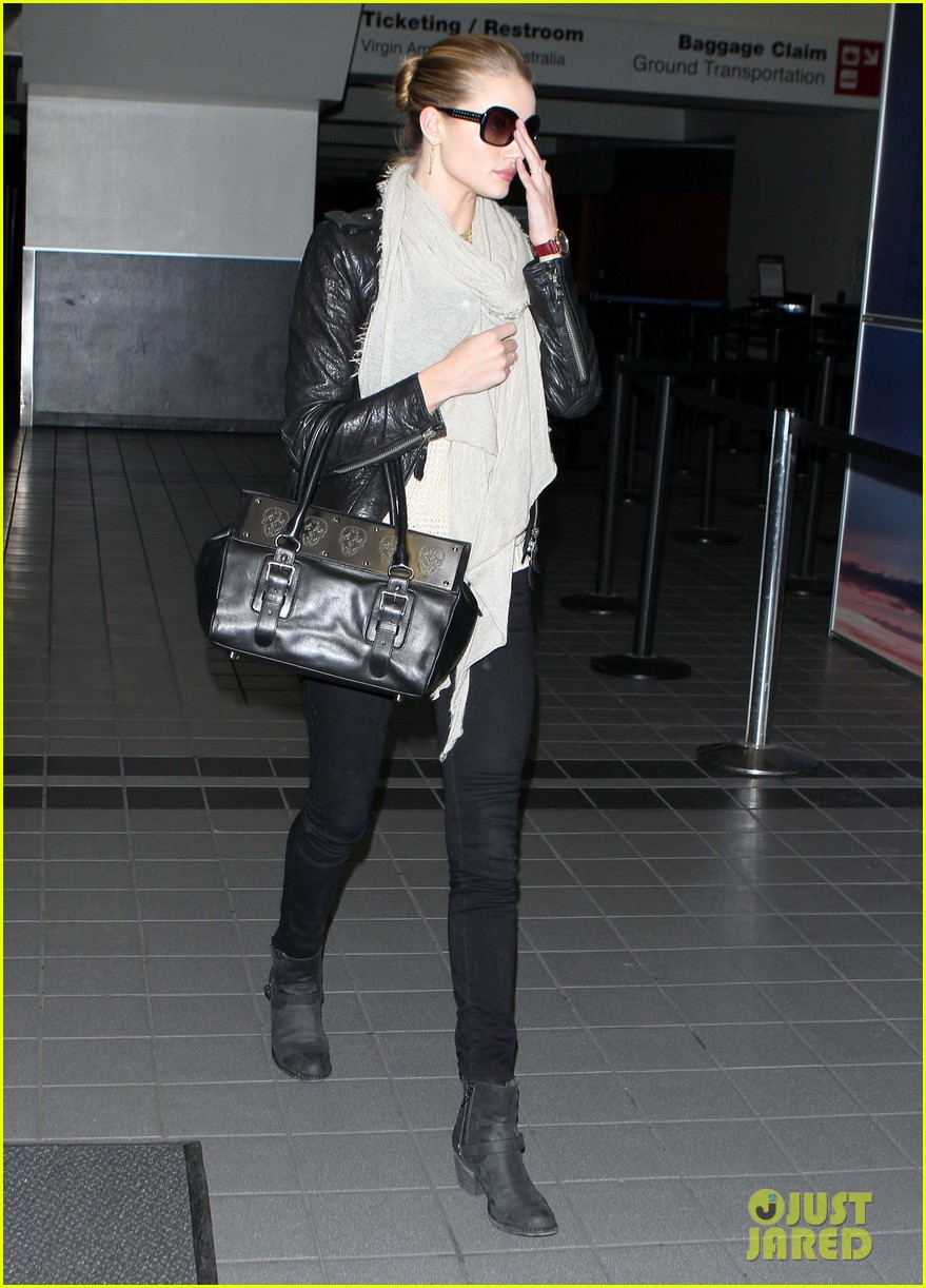 rosie huntington whiteley lax departure 05
