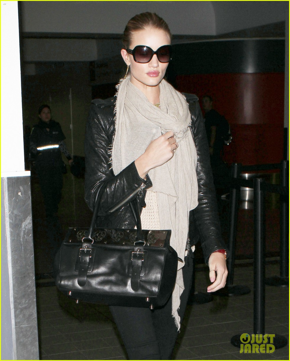 rosie huntington whiteley lax departure 08