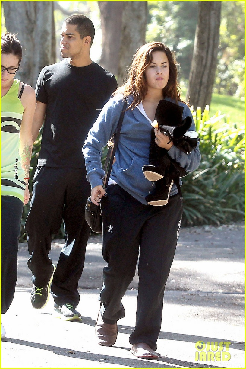 demi lovato wilmer valderrama kissing 07