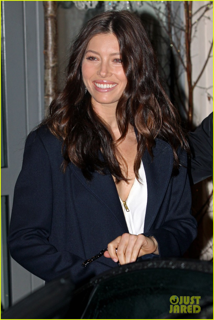 jessica biel heathrow 02