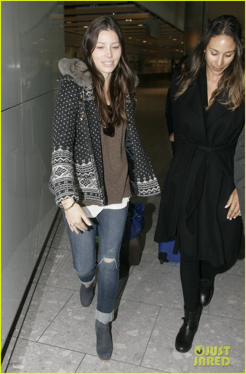 jessica biel heathrow 04