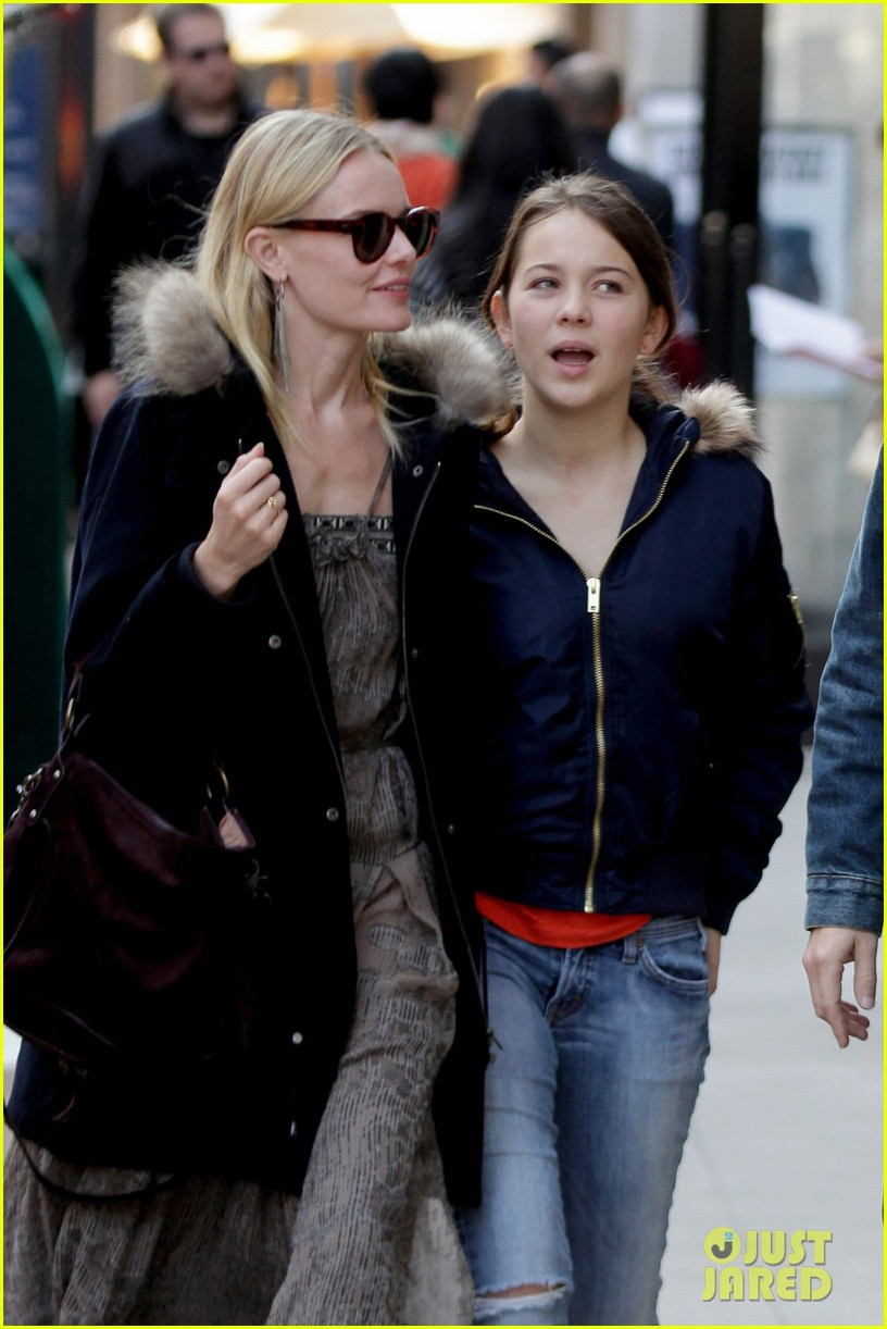 kate bosworth shops with michael polish daughter 02