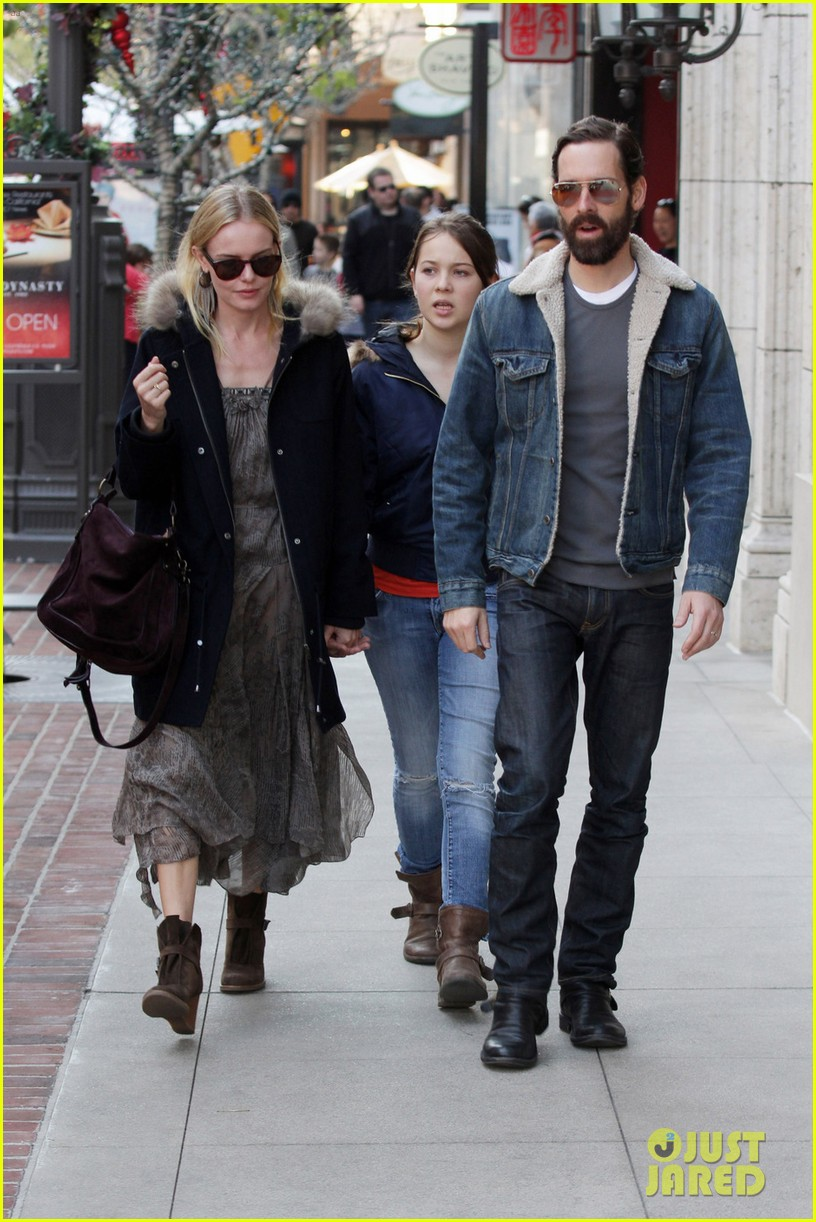 kate bosworth shops with michael polish daughter 042609006