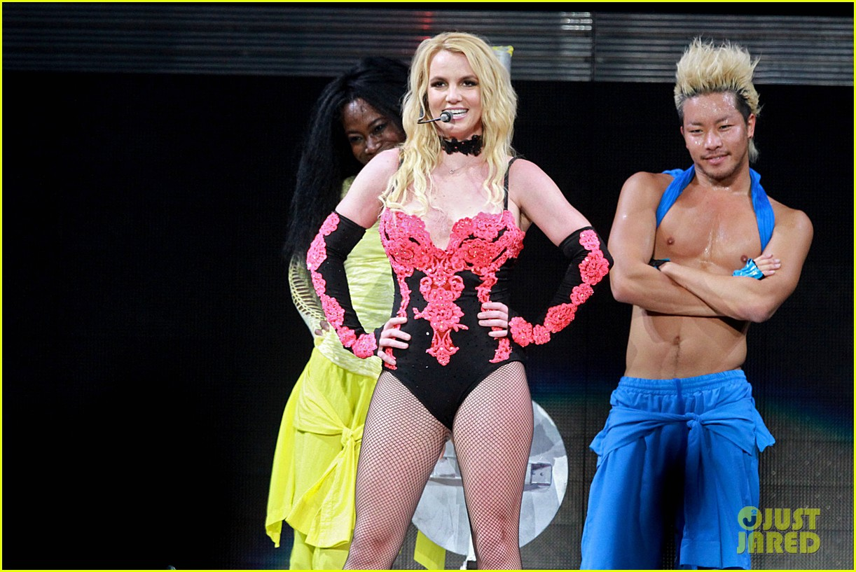 britney spears femme fatale last night 04