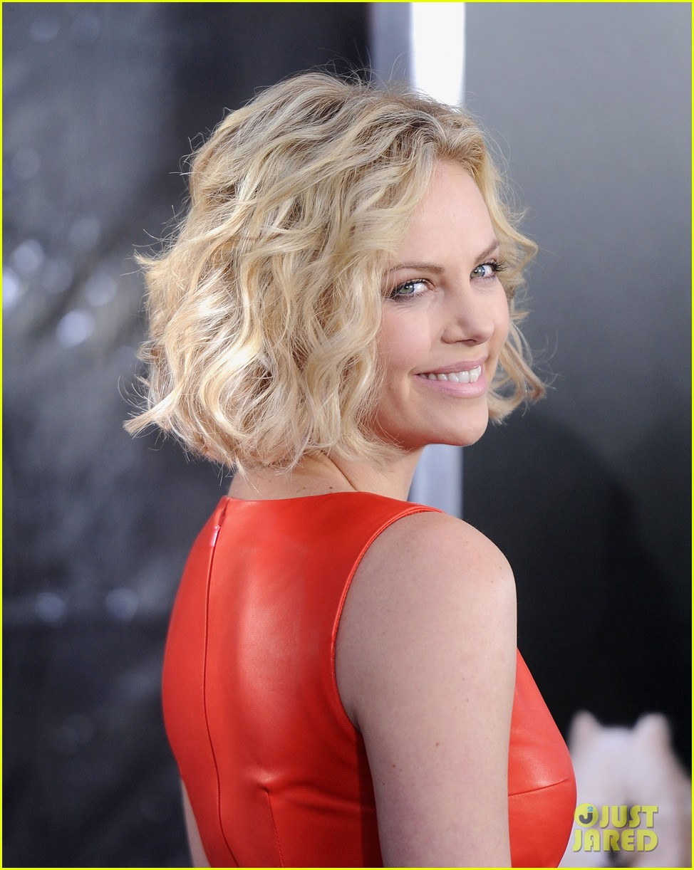 charlize theron young adult nyc premiere 01