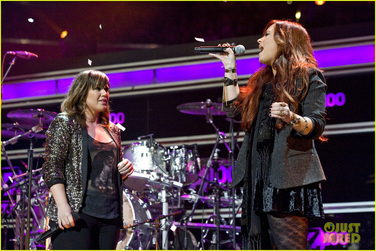 kelly clarkson jingle ball performance 09