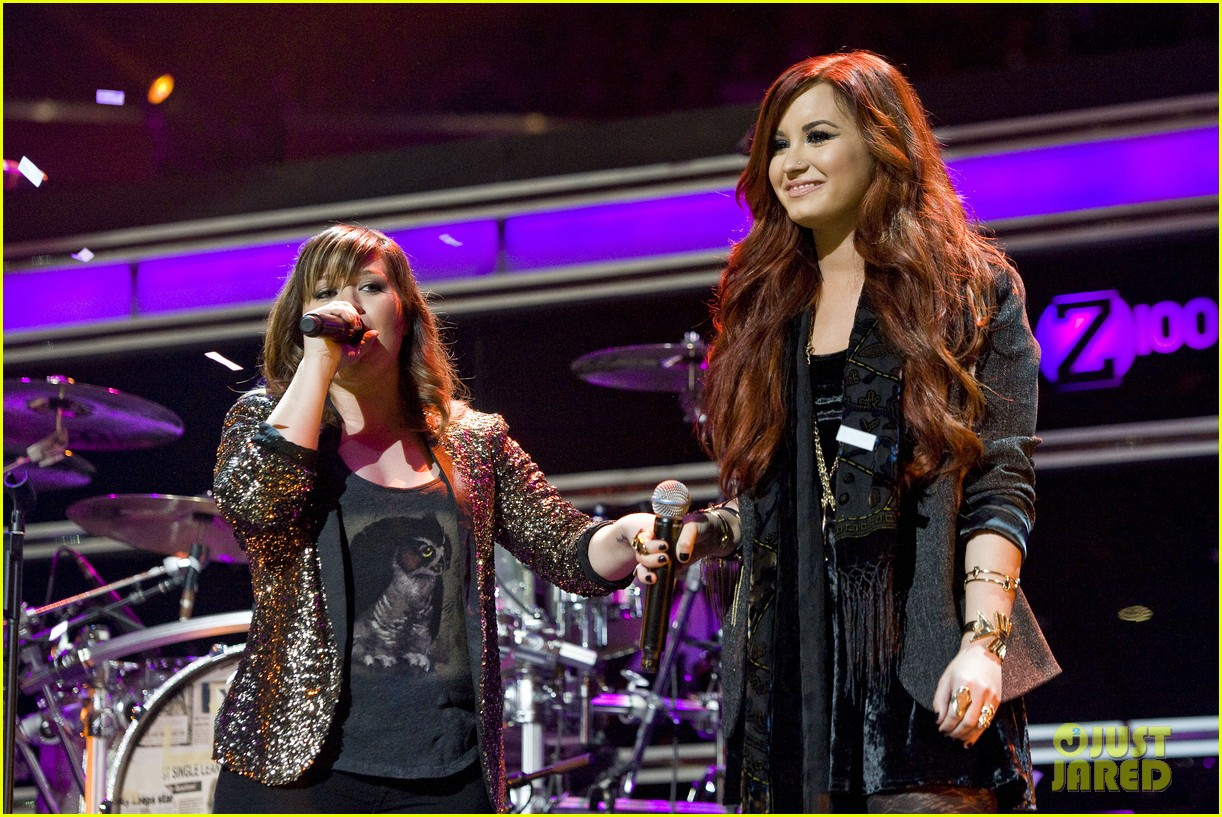 kelly clarkson jingle ball performance 10