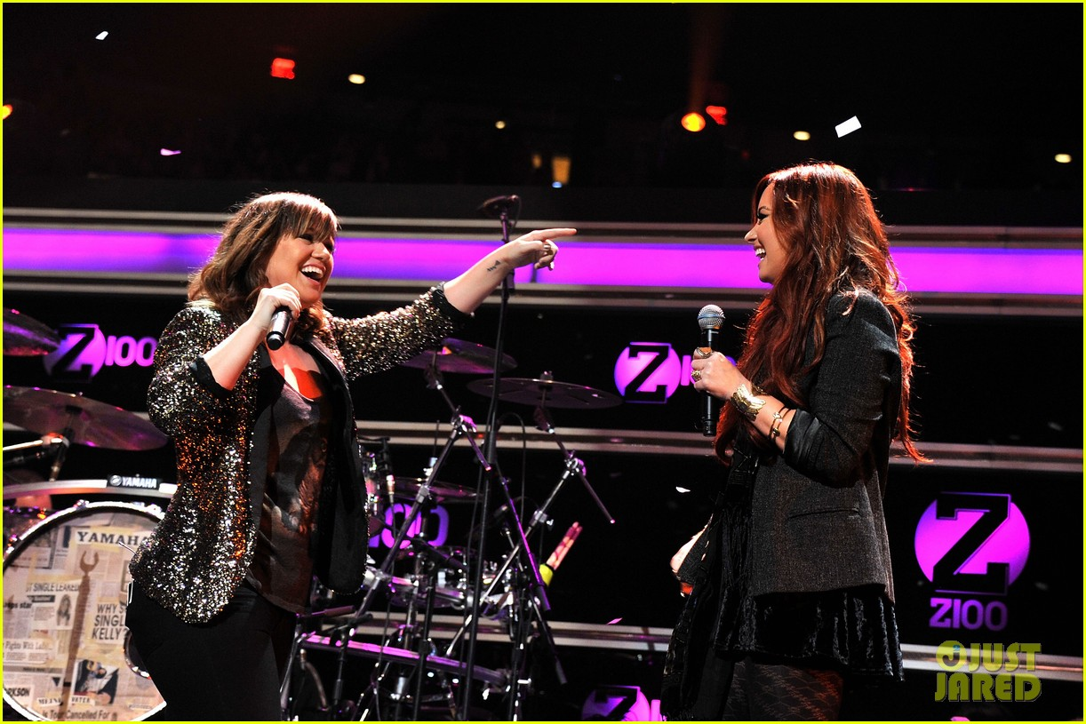 kelly clarkson jingle ball performance 15