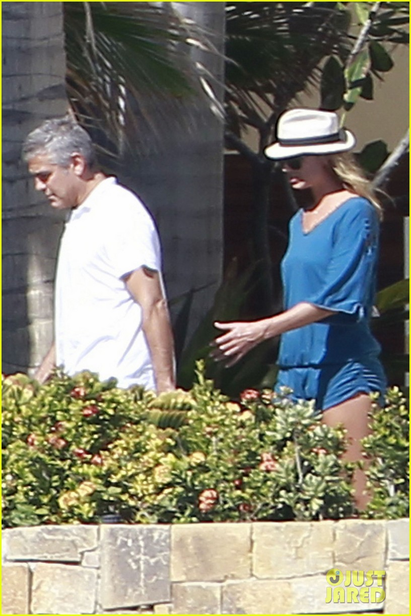 george clooney stacy keibler mexico 032613684
