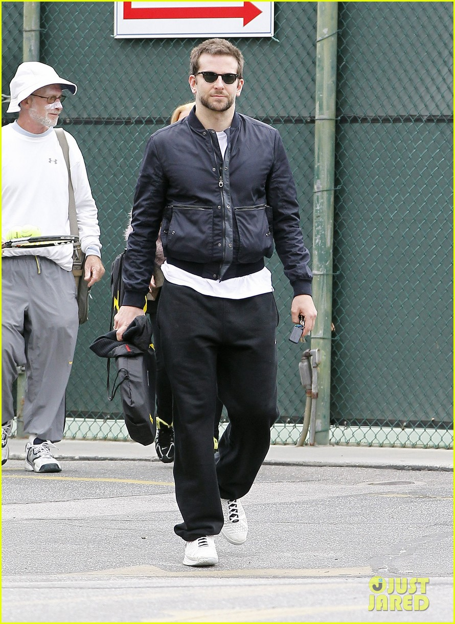bradley cooper plays tennis with his mom 082610845