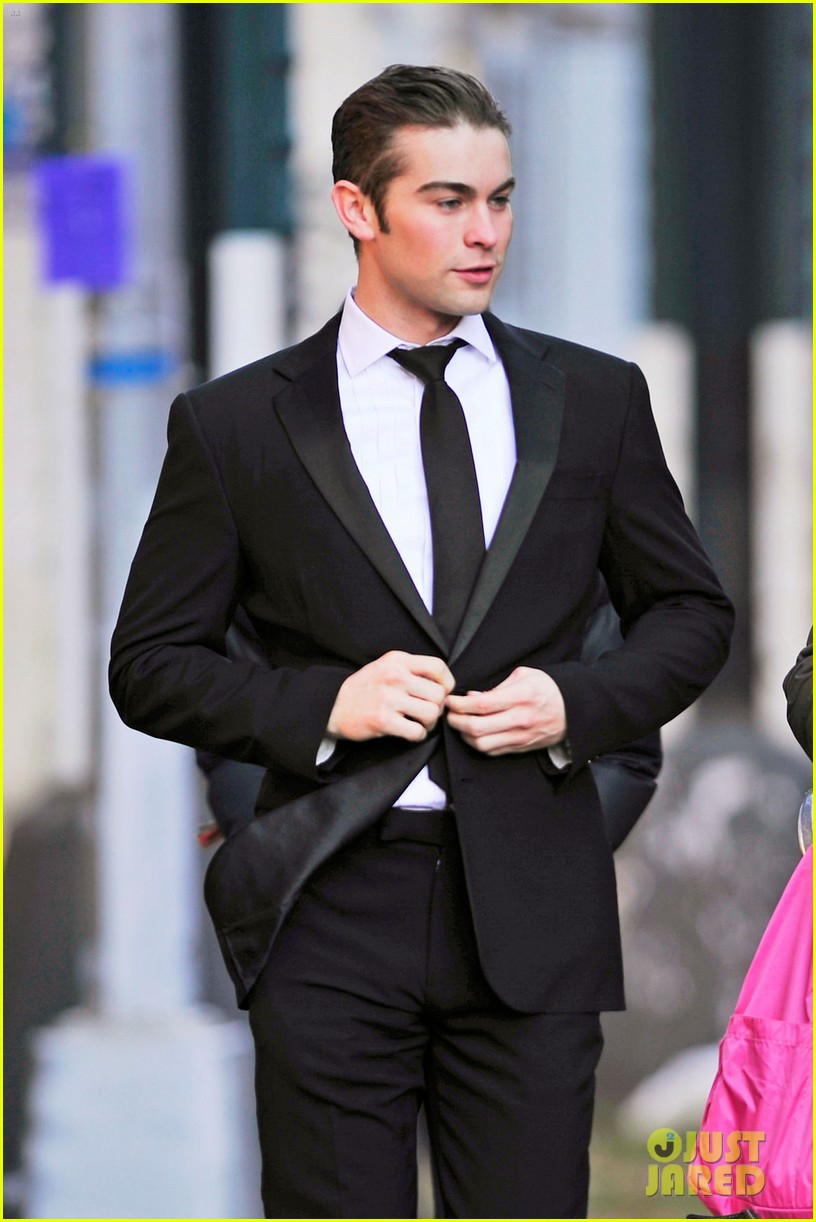 chace crawford suit gossip girl 02