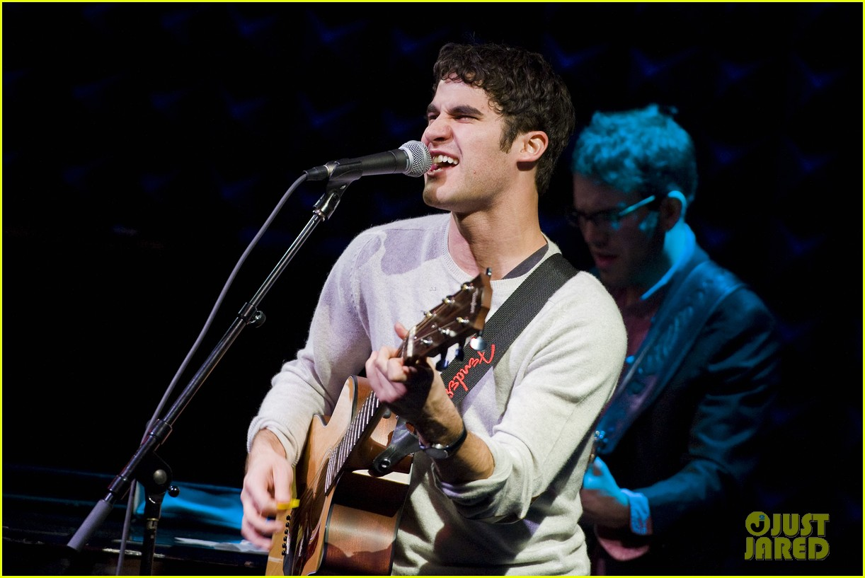 darren criss joes pub sing out raise hope 03