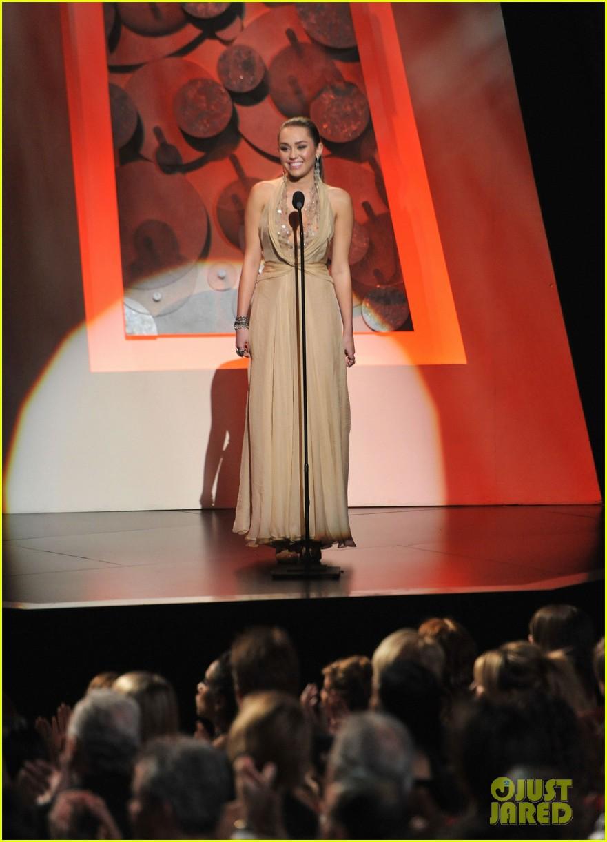 miley cyrus american giving awards 2011 04