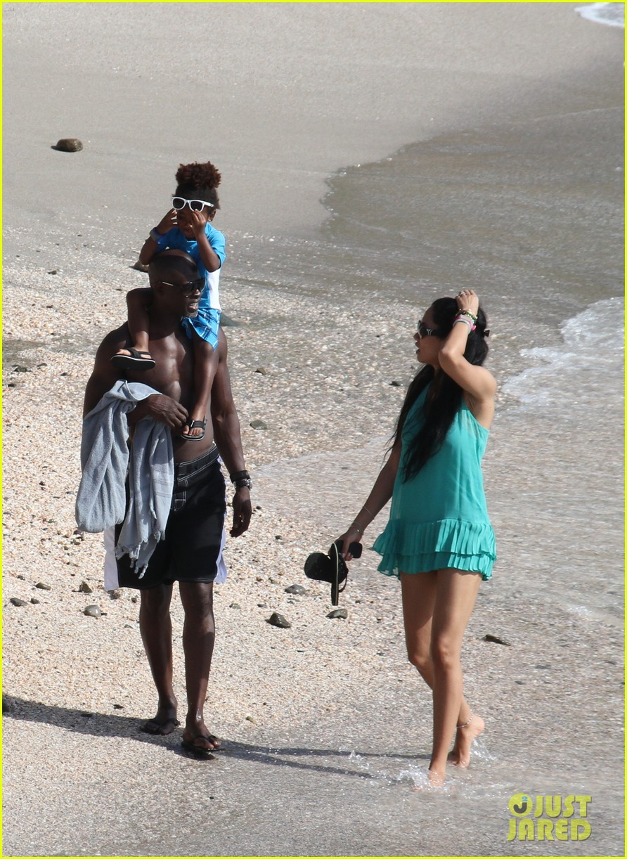 djimon hounsou shirtless 132612205