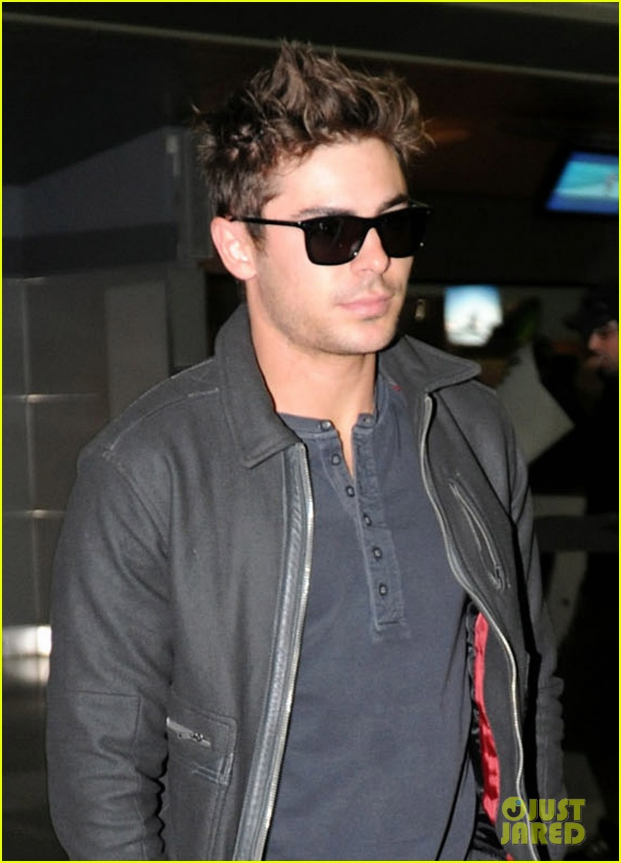 zac efron jfk arrival 02