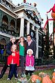 peter facinelli jennie garth disneyland family 01