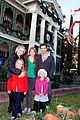 peter facinelli jennie garth disneyland family 04