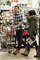 megan fox brian austin green grocery shop 04