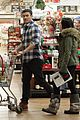 megan fox brian austin green grocery shop 08